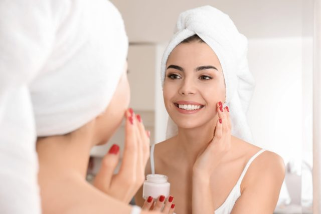 How to Keep Your Skin Moisturized and Hydrated Whole Day
