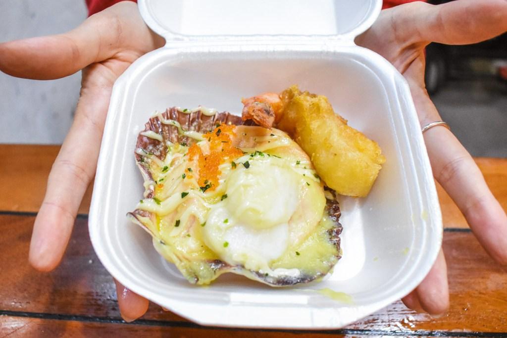 cheesy scollop in takeaway box
