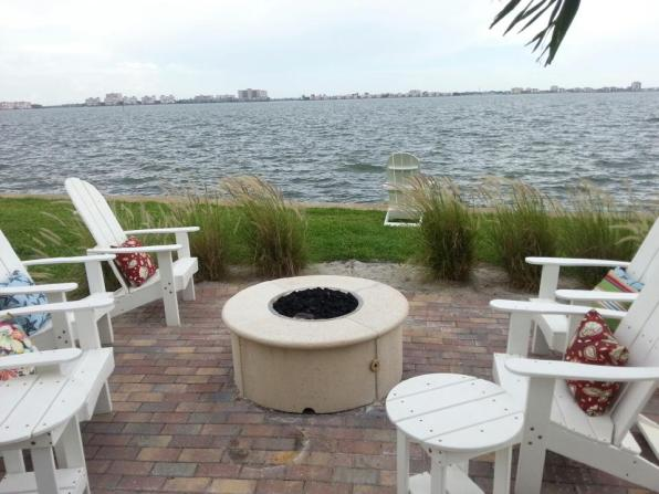 Tampa Outdoor Living - Beautiful Back Yard Kitchen Design Gallery
