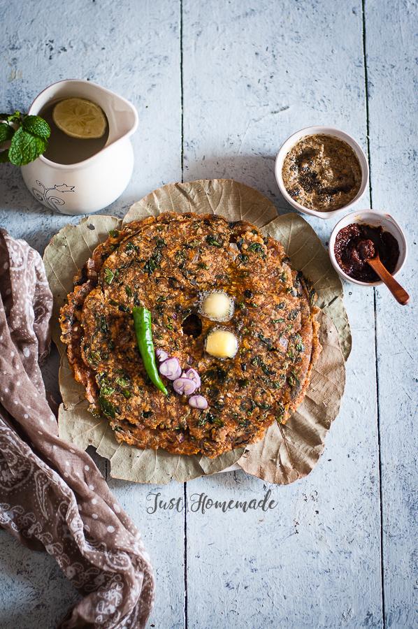 Nugge Soppu (Drumstick leaves/Moringa) Akki-Ragi Rotti