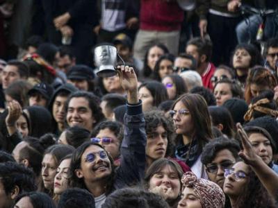 Manifestación protesta cacerolazo