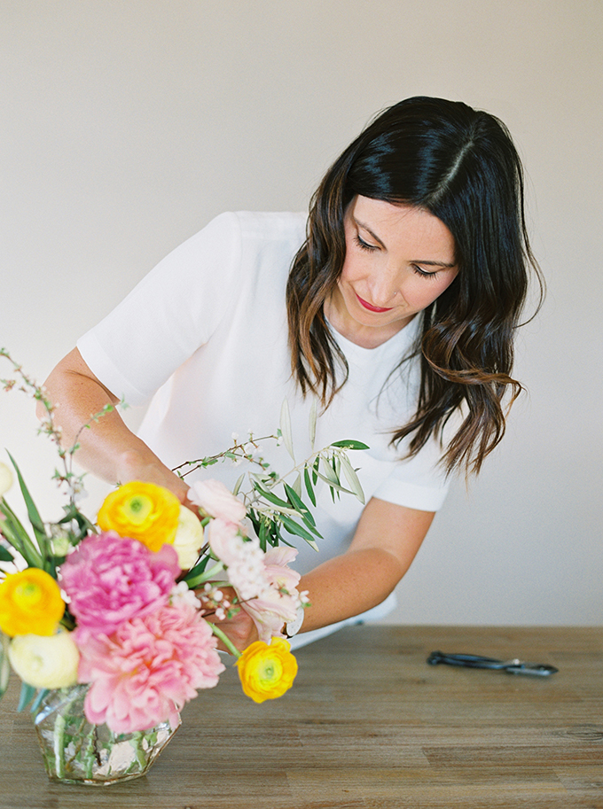 DIY | How to Make a Summer Flower Arrangement with Rebecca Dawn Design | Adding Secondary Flowers | Pink Peonies // JustineCelina.com