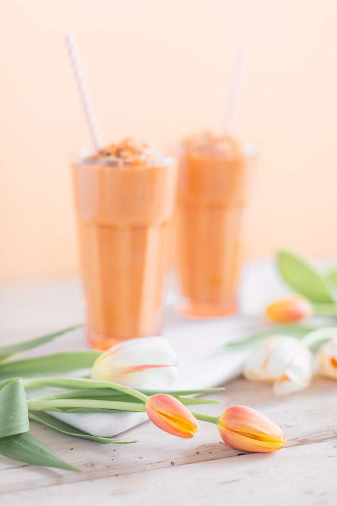 Vegan Cardamom Carrot Cake Smoothie | healthy carrot cake smoothie, cardamom carrot cake smoothie recipe, cardamom carrot cake smoothie vegan, cardamom carrot cake smoothie image, cardamom carrot cake smoothies, paleo carrot cake smoothie, vegan paleo carrot cake smoothie, the best vegan carrot cake smoothie, 2 carrot cake smoothies with spring tulips against a creamsicle orange pastel background and a marble serving board  | Calgary, Alberta Creative Lifestyle Blogger // JustineCelina.com