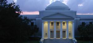 ¿Puede Presentar una Demanda si un Empleado de un Condado, una Ciudad o el Estado de Florida Lo Lastima?