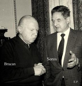 Silviu-Brucan și George Soros la sediul GDS în ianuarie 1990. (Foto Emanuel Parvu)