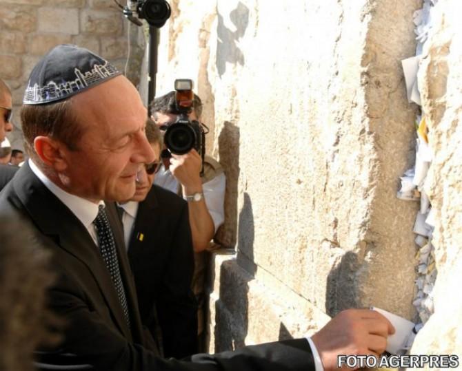 https://i1.wp.com/www.justitiarul.ro/wp-content/uploads/2017/06/Basescu-Israel-Zidul-Plangerii.jpeg.jpg