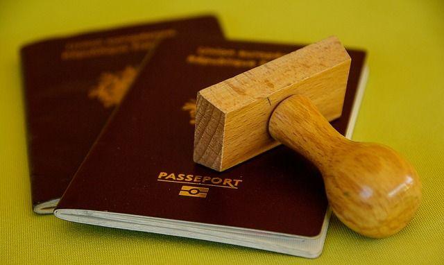 pasaporte y permiso de residencia notario