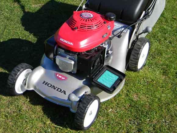 Honda Izy - air filter cover open