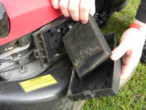 how to make your petrol mower start first time just lawnmowers blog. Black Bedroom Furniture Sets. Home Design Ideas