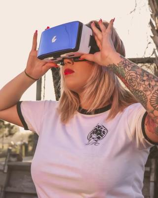 virtual reality bril en vrouw