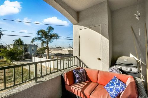 *An oddly angled photo taken off the same real Zillow listing. Again, I would give credit to the photographer, but I do not know who and I also do not want to get a listing flagged for weird traffic.