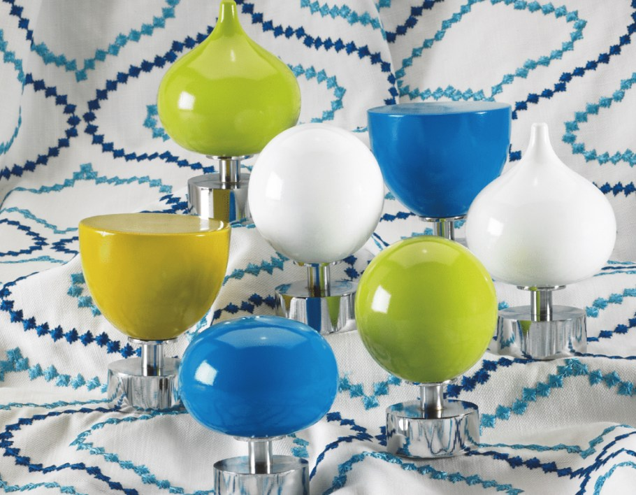 Byron Halo Gloss Curtain pole collection is the ultimate in contemporary design. Clean, sleek and bold, Halo Gloss offers a palette of 12 richly painted shades with a high gloss finish