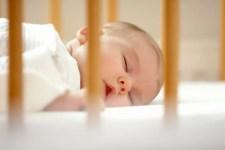 A colunista do Just Real Moms Renata Soifer Kraiser, fala sobre a importância do sono de crianças durante o dia, além de trazer 5 dicas para que seus filhos durmam de dia.