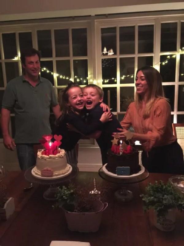 Aniversário gêmeos - Just Real Moms
