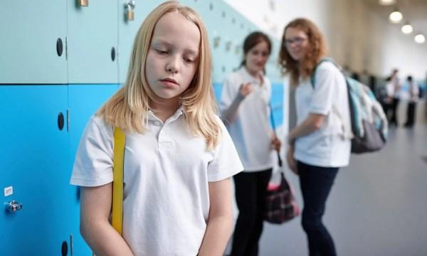 Professora dá lição sobre bullying utilizando duas maçãs! - Just Real Moms