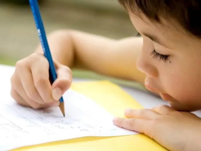 3 dicas para ajudar crianças de até 3 anos a gostar de estudar no futuro