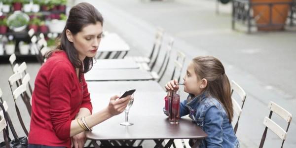A mãe de todos os grupos - a dura vida de alunos e professores depois do WhatsApp - Just Real Moms