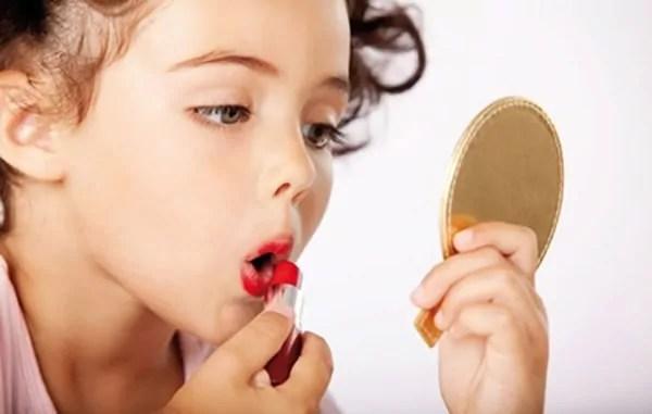 A vaidade infantil é saudável? - por Carla Poppa