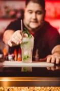 Cocktails vom singenden Barkeeper