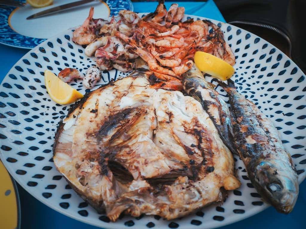que-ver-en-essaouira-pescado-marisco-marruecos