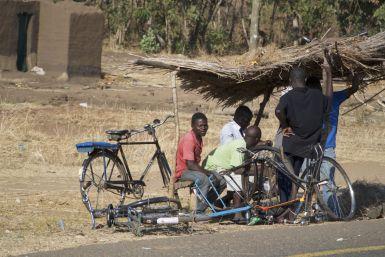 Fietsenmaker, vergelijkbaar met in Madagaskar, deze keer hebben we ze gelukkig niet nodig gehad