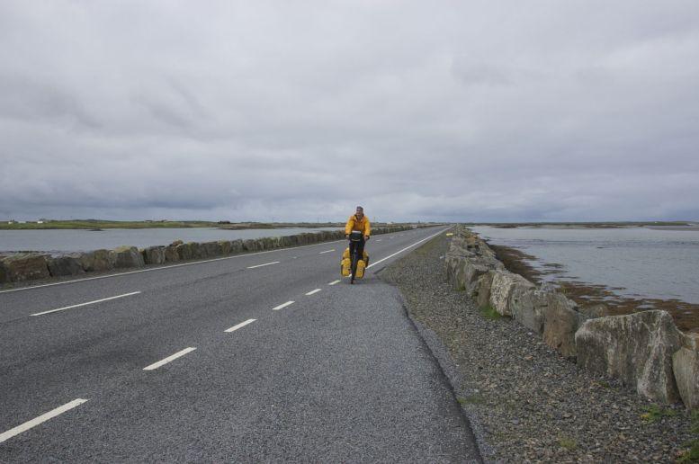 De zoveelste causeway, scheelt toch heel wat wachten op pontjes.