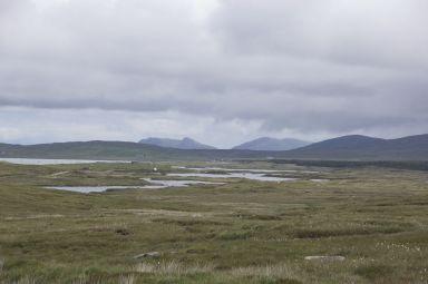 Deze foto is op precies dezelfde plek gemaakt als de vorige, alleen dan de andere kant op kijkend. Dan weet je toch meteen weer dat je in Schotland bent. Allebei prachtig, het contrast maakt het allebei nog mooier.
