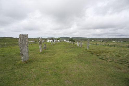 De grote steencirkel is niet alleen een cirkel, maar een soort kruis-patroon, met een soort weg naar de cirkel. Weer heel anders dan we elders gezien hebben.