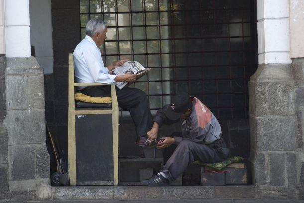 Een bekend beeld in Quito: schoenpoetsers. Volgens mij hebben we de vorige keer vrijwel dezelfde foto gemaakt!
