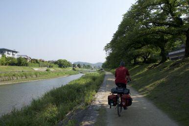 Heerlijk rustig grote stad Kyoto uit fietsen.