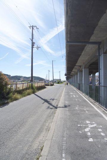 Soms is een lange afstandsfietspad niet echt mooi, maar wel een uitkomst om de drukke wegen te ontwijken.