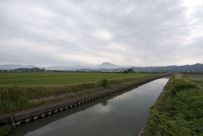 Op weg naar de route toe komen we over een leuk klein weggetje tussen de rijstvelden door.