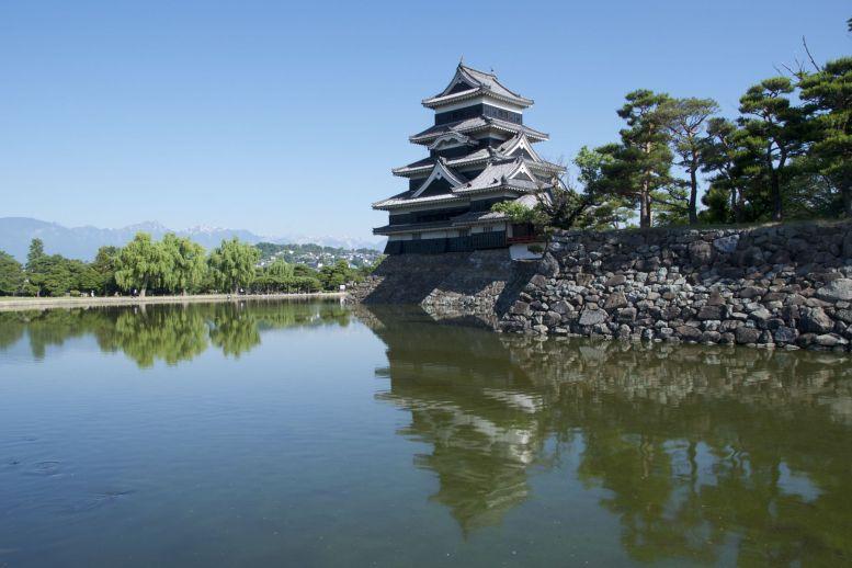 Het kasteel in Matsumoto is wel de moeite waard om even voor om te fietsen.