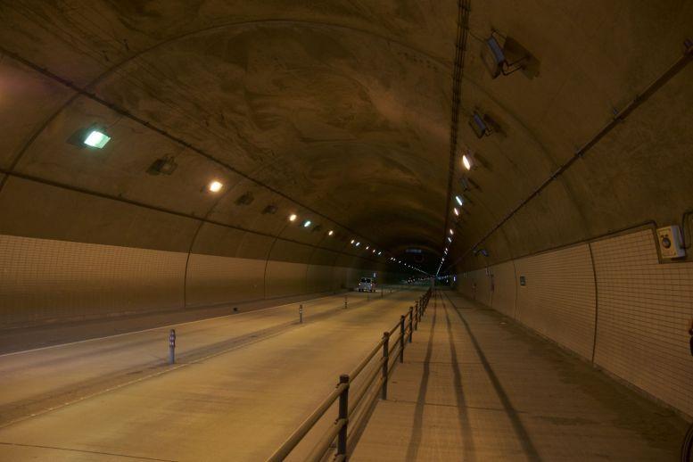 Altijd weer blij als de tunnel een fietspad heeft!