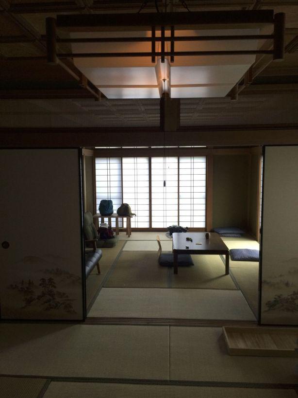 Onze prachtige tatami-kamer. Ik pak wel een extra futon uit de kast om toch een beetje zachter te liggen.