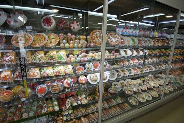 Plastic sushi, noodles, pannekoeken, ijs, bier, pizza, etc. etc.