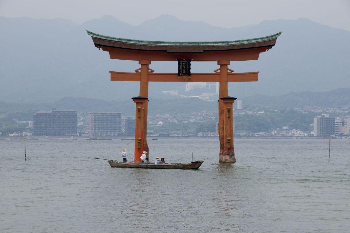 Zouden ze dat bootje nou speciaal laten varen om mensen een extra fotogeniek beeld te bieden?