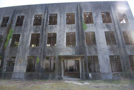 Resanten van de oude gifgasfabriek.