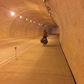 De meeste foto's van tunnels tonen dit type: rustig, goed verlicht en met een fietspad. Het andere type is minder geschikt om te stoppen voor een foto!