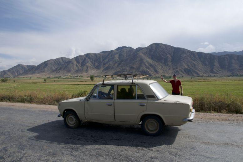 Tussen alle grote nieuwe SUVs komen we ook nog een hoop oude Sovjet auto's tegen.