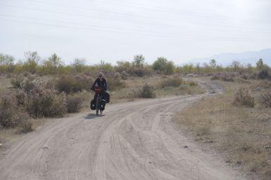 De route is vandaag stukken leuker dan we nog op gerekend hadden, zo dicht bij Bishkek!