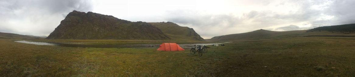 Nog even snel een foto van onze mooie kampeerplek, jammer dat het nog steeds te koud is om er echt van te genieten.