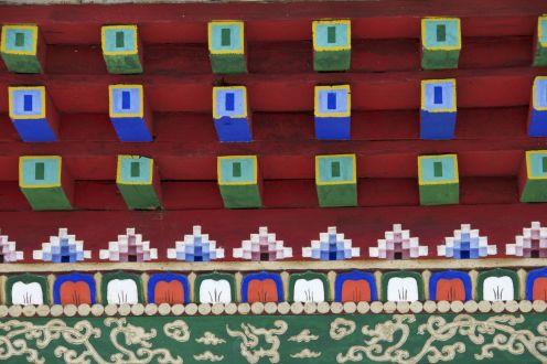 Ik ben dol op de kleuren en gevarieerde patronen in Boeddhistische architectuur.