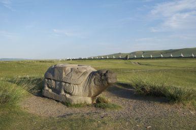 De grote stenen schildpad ten noorden van Erdene Zuu.