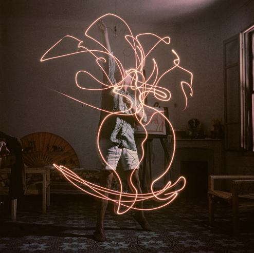 Pablo Picasso x Gjon Mili Light Painting Photographs: ugc1239991.jpg