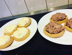Kleine Trtchen im juzwittmund cookies troicalfruits mascarpone kreativundlecker jugendzentrumwittmund luftbeiunshellip