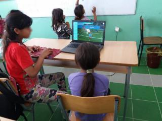 Romi-učenje4;-foto:-Udruženje-Romkinja-Nada