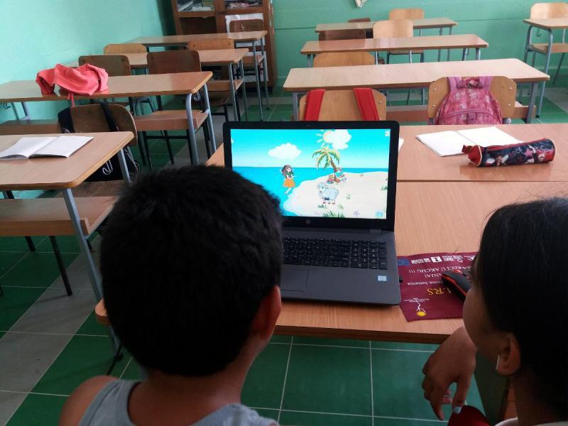 Romi-učenje1;-foto:-Udruženje-Romkinja-Nada
