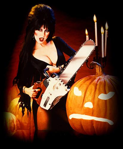Elvira_Chainsaw-and-Pumpkin