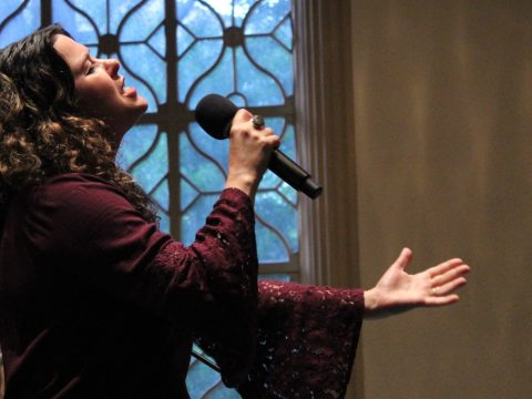 Neshama Carlebach singing at an event about her relationship with her father Rabbi Shlomo Carlebach at Congregation Emanu-El in San Francisco, June 12, 2018 (Photo/David A.M. Wilensky)